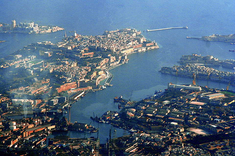 Valletta_and_the_Grand_Harbour_Wikipedia